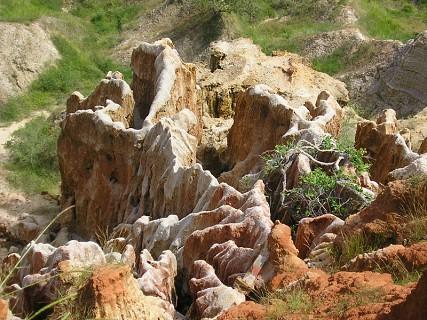 Conjunto de falésias, a 40 km a sul de Luanda, no município da Samba