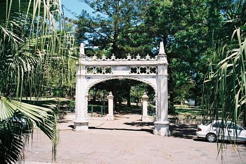 Jardim do Tunduru, Maputo.Foi desenhado em 1885 pelo paisagista inglês Thomas Honney que na época também concebeu o jardim do rei da Grécia e do Sultão da Turquia. Situa-se na Av. Samora Machel.