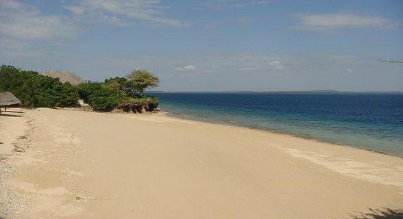Praia junto às vilas