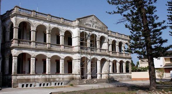 Escola de Artes e Ofícios da cidade da Beira.