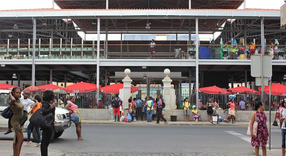 Mercado Municipal da Praia requalificado
