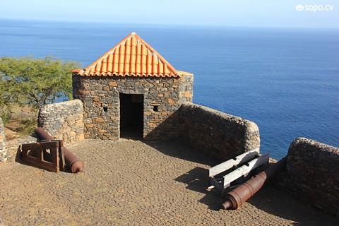 O Forte Real de São Filipe foi construído no século XVIII depois da Cidade Velha ter sofrido diversos ataques piratas.