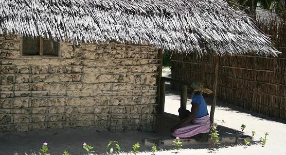 Em Matemo as casas são feitas de caniço com pequenas pedras
