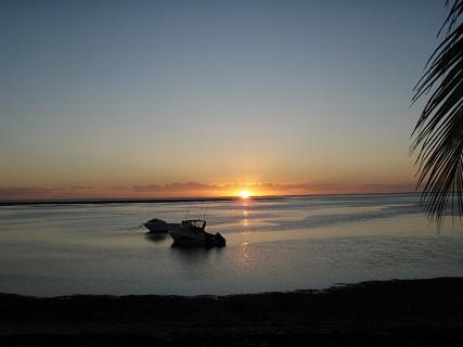 O pôr-do-sol na Ilha de Bazaruto.  Foto LM