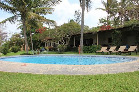 A piscina no exterior da Casa Rex (SAPO MZ/Eliana Silva)