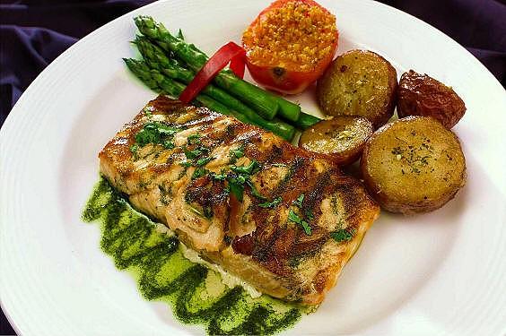 A guesthouse possui igualmente uma cozinha/restaurante com pratos diversos e com atendimento personalizado.