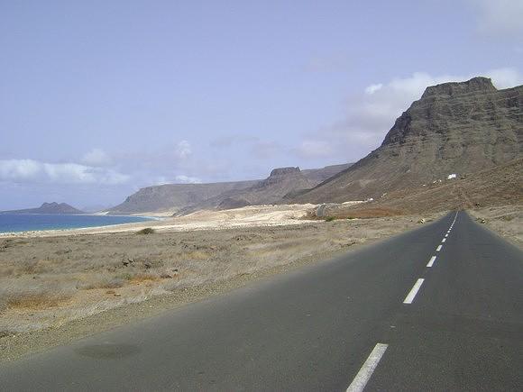 Paisagem que se avista da estrada Baía-Calhau