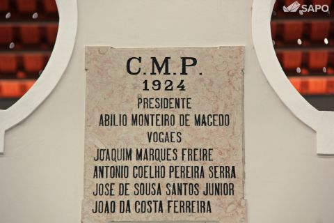 Placa da inauguração do edificio do mercado