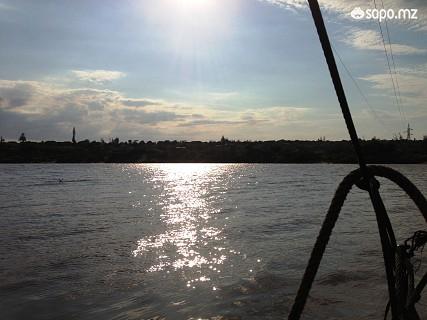 Para muitos, atravessar o rio no Batelão é um acto de coragem. No final do dia, é lindo