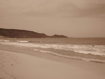 Praia deserta a uns 15 km da praia de Santa Maria. Foto: