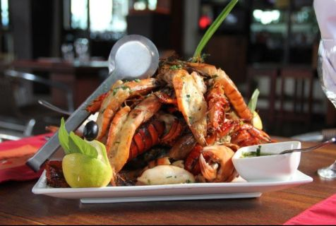 Marisco: A gastronomia moçambicana tem o marisco no papel principal nas suas várias vertentes. Na realidade basta destacar o que de melhor o mar dá.