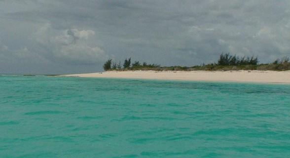 Praia da ilha de Vamizi.