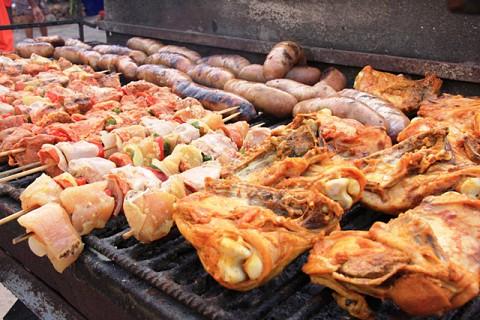 Carnes grelhadas para quem estiver com fome.