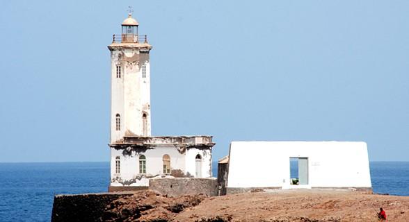 A história do Farol D. Maria Pia confunde-se com a história da cidade da Praia