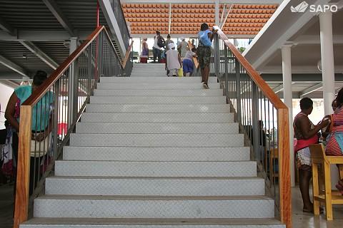 Escada para o segundo piso do mercado do Plateau