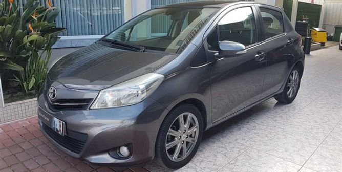Toyota Yaris 1.4 D-4D Sport+P.T.+T.Panoramico (90cv) (5p)