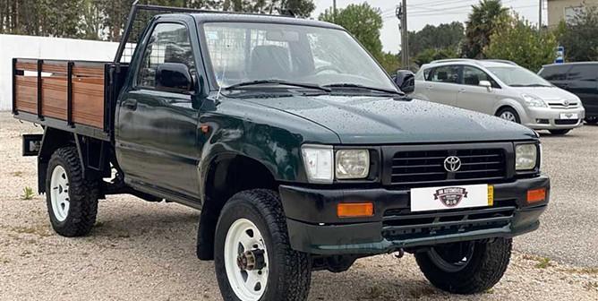 Toyota Hilux 2.4 D LN105L (83cv) (2p)