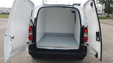 Peugeot  Partner 1.6 HDi L1 Confort (75cv) (4p) FIBRADA/ISOTÉRMICA 149€ MES